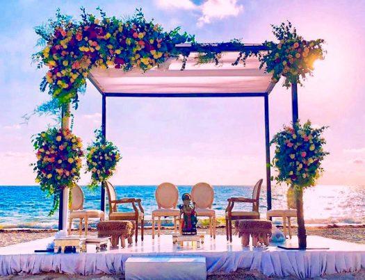 altar en cancún decorado con flores